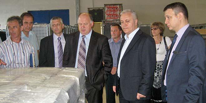 "Ministar Dinkić i drugi čovek ""Gorenja"" Apat posetili ""Krušik-plastiku"""