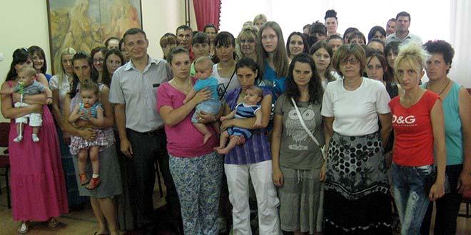 Novčana pomoć majkama dece rođene u prvoj polovini godine