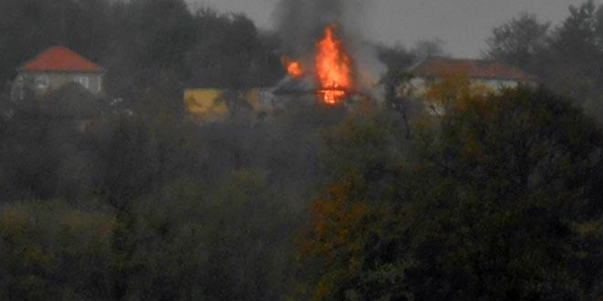KONJIC: Grom zapalio štalu