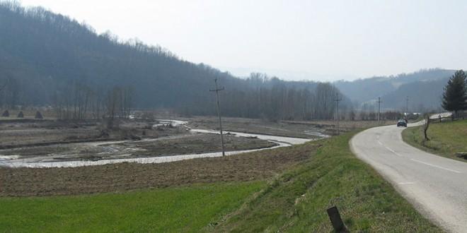 Izrada rampe preko nasipa reke Pecka u selu Bastav