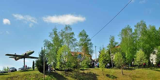 Меморијал Миленку Павловићу у Горњем Црниљеву (фото)