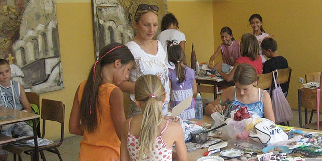 Нове улоге на Сајму шљива: Деца продавци, родитељи ђаци