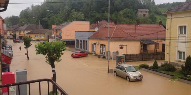 ШТАБ ЗА ВАНРЕДНЕ СИТУАЦИЈЕ: Три куће срушене, а око 500 поплављено